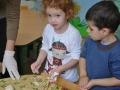 Słoneczniczki- ćwiczą rączki w masie solnej